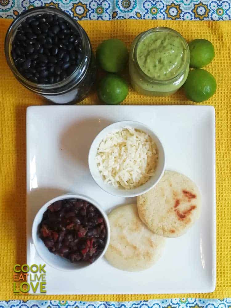 Cooking and eating the El Domino Arepa