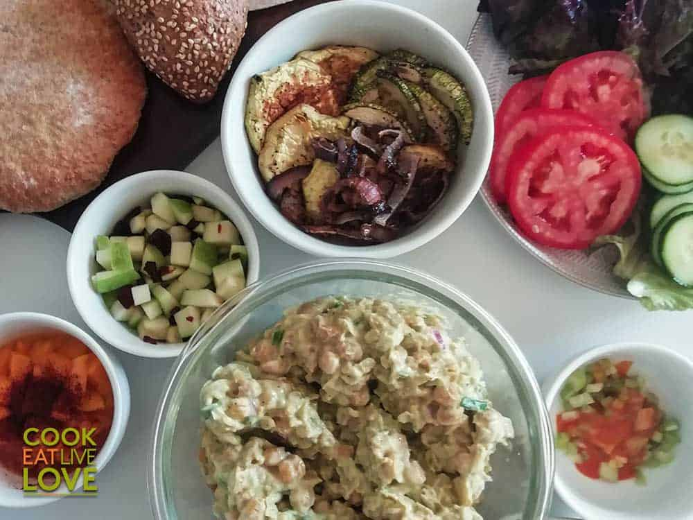 Chickpea salad with bread and other variations
