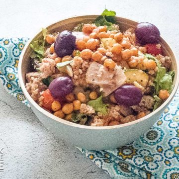 Bowl of bulgur and chickpeas on a table
