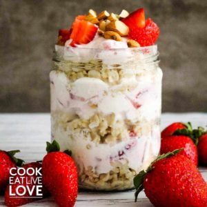 Yogurt and oatmeal layered and served strawberries.