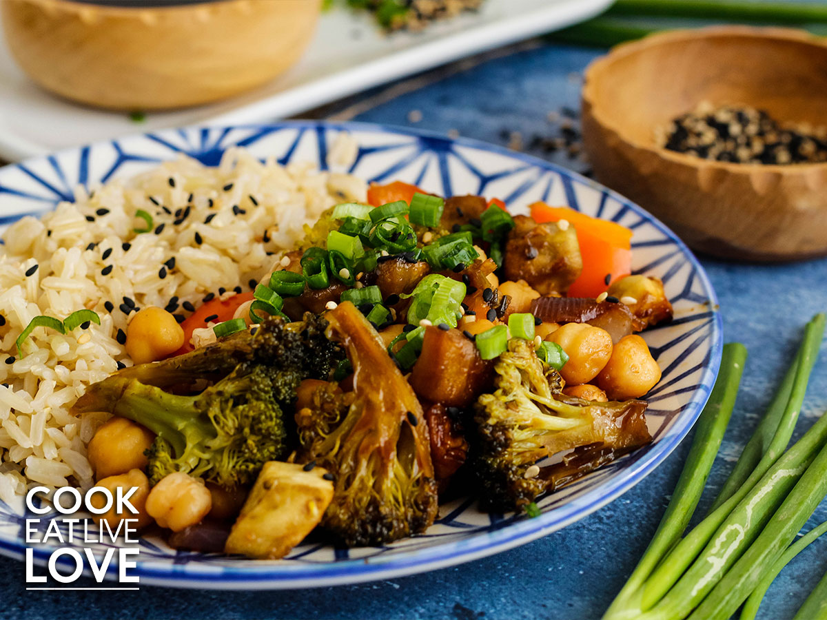 Broccoli, chickpeas and rice on a blue and white plate.