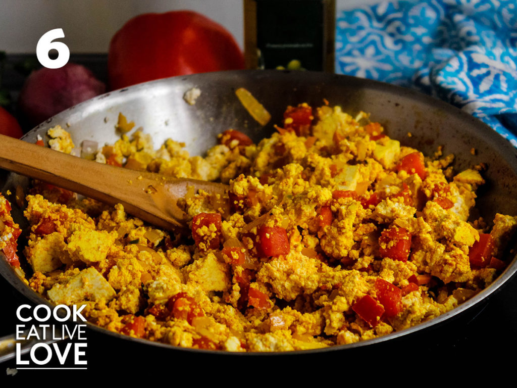 Showing the tofu scramble completely mixed up and ready to serve.