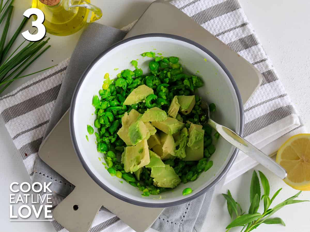 Mashed peas in bowl with avocado
