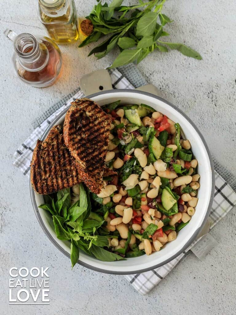 Bowl of cannellini bean with grilled bread