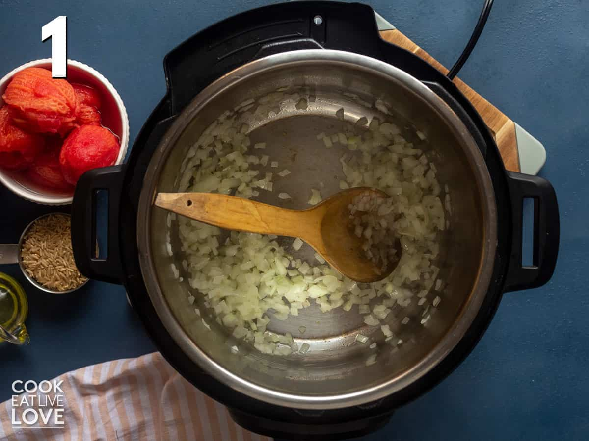 Onion cooking in instant pot